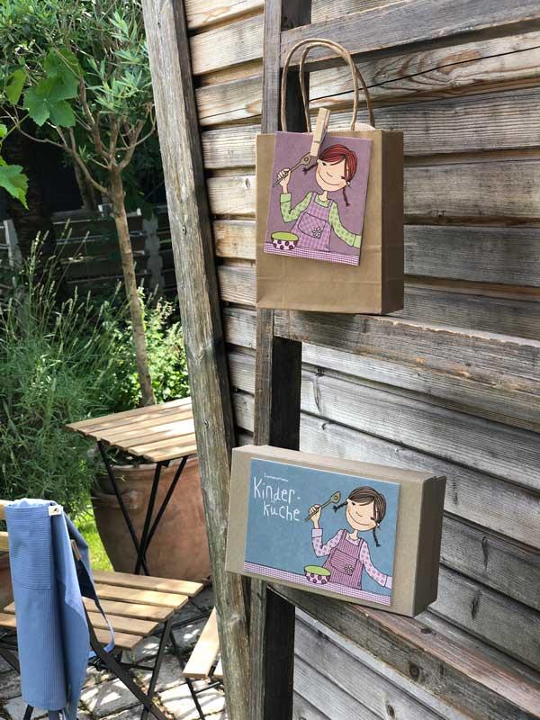 Kinderküche im Karton